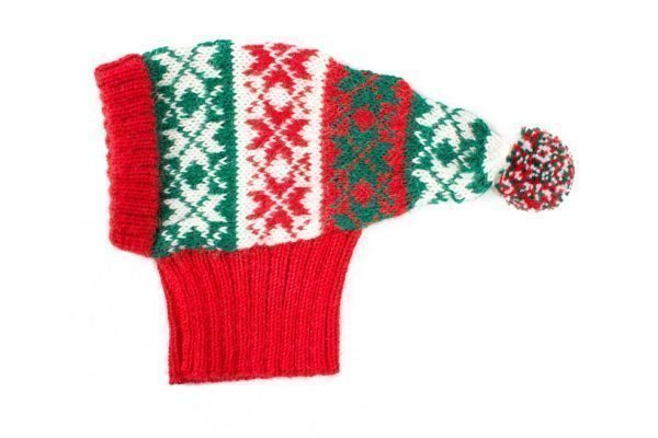<em><strong>We combine textile heritage and global trends with alpaca—a raw, sustainable, and luxurious fibre—to make our designs unique.</strong></em> Ho, Ho, Ho! Make their holiday magical with this cute and sublimely soft alpaca knit. As if from a Christmas tale, your little man will be the perfect host for everyone you hold near and dear! Alqo Wasi´s delightful Snowflake Hat features a fun multicolored pom-pom that gives it an extra touch of Christmas spirit! This garment has been designed thinking on the well being of your pet.