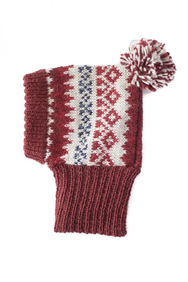 <em><strong>We combine textile heritage and global trends with alpaca—a raw, sustainable, and luxurious fibre—to make our designs unique.</strong></em> Keep your pup warm and stylish with Alqo Wasi´s Alpaca hat. It's made with super soft Alpaca fiber for maximum comfort anywhere your fashionable adventures take you. Beautifully made with great attention to detail. This garment has been designed thinking on the well being of your pet.
