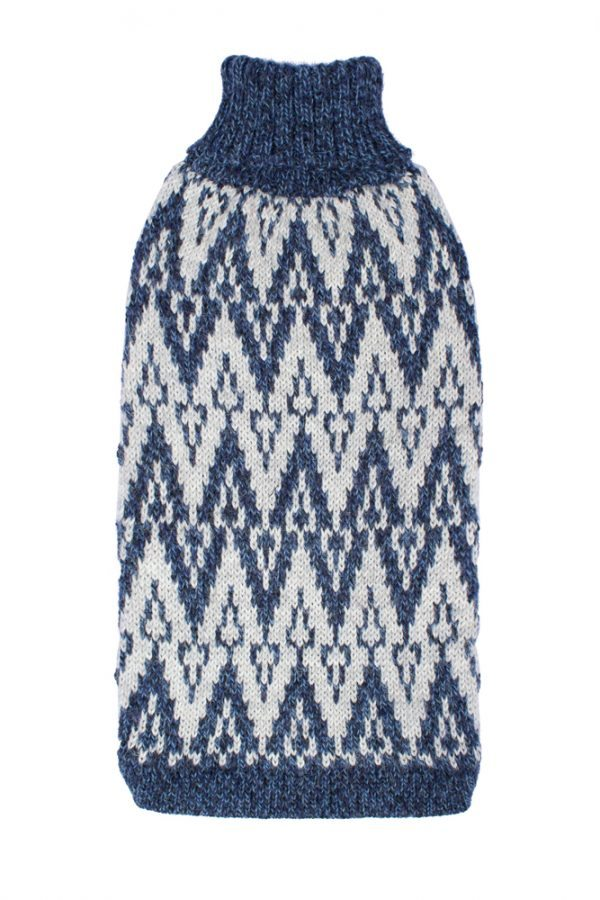 """<span style=""""font-weight: 400;"""">Designed for elegance, this uniquely ethnic sweater comes to life in dynamic geometrical shapes. Evoking the distant Andean mountains, this gorgeous </span>Andean Peaks Blue alpaca dog sweater<span style=""""font-weight: 400;"""">is hand-loomed in Peru.</span> <ul> <li aria-level=""""1"""">Handcrafted from alpaca fiber blends</li> <li style=""""font-weight: 400;"""" aria-level=""""1""""><span style=""""font-weight: 400;"""">Soft</span><span style=""""font-weight: 400;""""> and warm to the touch</span></li> <li style=""""font-weight: 400;"""" aria-level=""""1""""><span style=""""font-weight: 400;"""">Not itchy & hypoallergenic</span></li> <li><span style=""""font-weight: 400;"""">Leash opening</span></li> </ul> - Model Coco is a Scottish Terrier size M This garment has been designed thinking on the well being of your pet. [fusion_button link=""""https://alqowasi.com/wp-content/uploads/2021/03/Sizing-guide-sweater-dresses.png"""" text_transform=""""none"""" title="""""""" target=""""lightbox"""" link_attributes="""""""" alignment_medium="""""""" alignment_small="""""""" alignment="""""""" modal="""""""" hide_on_mobile=""""small-visibility,medium-visibility,large-visibility"""" sticky_display=""""normal,sticky"""" class=""""button-chart"""" id="""""""" color=""""default"""" button_gradient_top_color="""""""" button_gradient_bottom_color="""""""" button_gradient_top_color_hover="""""""" button_gradient_bottom_color_hover="""""""" accent_color="""""""" accent_hover_color="""""""" type="""""""" bevel_color="""""""" border_width="""""""" border_radius="""""""" border_color="""""""" border_hover_color="""""""" size=""""small"""" stretch=""""default"""" margin_top="""""""" margin_right="""""""" margin_bottom="""""""" margin_left="""""""" icon=""""fa-ruler fas"""" icon_position=""""left"""" icon_divider=""""no"""" animation_type="""""""" animation_direction=""""left"""" animation_speed=""""0.3"""" animation_offset=""""""""]Sizing Chart[/fusion_button]"""