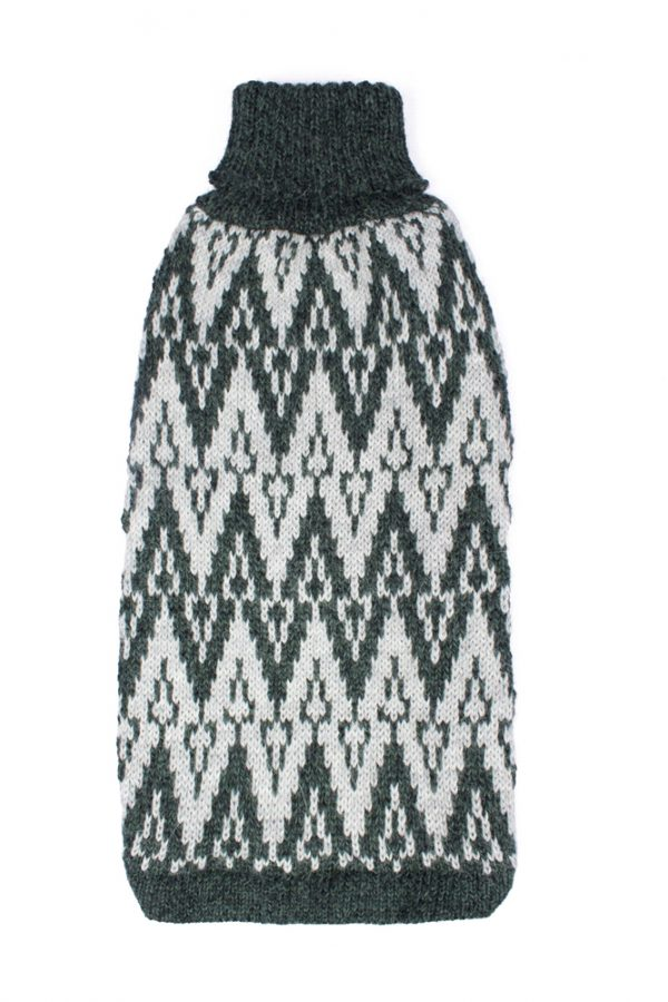 """<span style=""""font-weight: 400;"""">Designed for elegance, this uniquely ethnic sweater comes to life in dynamic geometrical shapes. Evoking the distant Andean mountains, this gorgeous </span>Andean Peaks Green alpaca dog sweater <span style=""""font-weight: 400;"""">is hand-loomed in Peru.</span> <ul> <li aria-level=""""1"""">Handcrafted from alpaca fiber blends</li> <li style=""""font-weight: 400;"""" aria-level=""""1""""><span style=""""font-weight: 400;"""">Soft</span><span style=""""font-weight: 400;""""> and warm to the touch</span></li> <li style=""""font-weight: 400;"""" aria-level=""""1""""><span style=""""font-weight: 400;"""">Not itchy & hypoallergenic</span></li> <li><span style=""""font-weight: 400;"""">Leash opening</span></li> </ul> - Model Coco is a Scottish Terrier size M This garment has been designed thinking on the well being of your pet. [fusion_button link=""""https://alqowasi.com/wp-content/uploads/2021/03/Sizing-guide-sweater-dresses.png"""" text_transform=""""none"""" title="""""""" target=""""lightbox"""" link_attributes="""""""" alignment_medium="""""""" alignment_small="""""""" alignment="""""""" modal="""""""" hide_on_mobile=""""small-visibility,medium-visibility,large-visibility"""" sticky_display=""""normal,sticky"""" class=""""button-chart"""" id="""""""" color=""""default"""" button_gradient_top_color="""""""" button_gradient_bottom_color="""""""" button_gradient_top_color_hover="""""""" button_gradient_bottom_color_hover="""""""" accent_color="""""""" accent_hover_color="""""""" type="""""""" bevel_color="""""""" border_width="""""""" border_radius="""""""" border_color="""""""" border_hover_color="""""""" size=""""small"""" stretch=""""default"""" margin_top="""""""" margin_right="""""""" margin_bottom="""""""" margin_left="""""""" icon=""""fa-ruler fas"""" icon_position=""""left"""" icon_divider=""""no"""" animation_type="""""""" animation_direction=""""left"""" animation_speed=""""0.3"""" animation_offset=""""""""]Sizing Chart[/fusion_button]"""