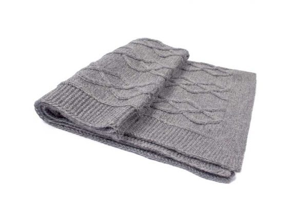 <em><strong>We combine textile heritage and global trends with alpaca—a raw, sustainable, and luxurious fibre—to make our designs unique.</strong></em> Enjoy the heavenly softness and warm comfort of our beautiful Alpaca throw made by local artisans in Peru. Pamper your dog with the added warmth of this luxurious knit. This toy has been designed thinking on the well being of your pet.