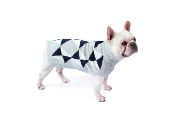 <em><strong>We combine textile heritage and global trends with alpaca—a raw, sustainable, and luxurious fiber—to make our designs unique.</strong></em>  This alpaca blend sweater has a classy and modern look to it. Your dog will look like quite proper in this Alqo Wasi classic. Intarsia knit.  Features ribbed turtleneck, leash opening  - Model Yuraq is a Frenchie size M  This garment has been designed thinking on the well being of your pet.  <strong>Limited stock!</strong>