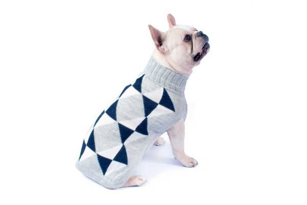 """<em><strong>We combine textile heritage and global trends with alpaca—a raw, sustainable, and luxurious fiber—to make our designs unique.</strong></em> This alpaca blend sweater has a classy and modern look to it. Your dog will look like quite proper in this Alqo Wasi classic. Intarsia knit. Features ribbed turtleneck, leash opening - Model Yuraq is a Frenchie size M This garment has been designed thinking on the well being of your pet. <strong>Limited stock!</strong> [fusion_button link=""""https://alqowasi.com/wp-content/uploads/2021/03/Sizing-guide-sweater-dresses.png"""" text_transform=""""none"""" title="""""""" target=""""lightbox"""" link_attributes="""""""" alignment_medium="""""""" alignment_small="""""""" alignment="""""""" modal="""""""" hide_on_mobile=""""small-visibility,medium-visibility,large-visibility"""" sticky_display=""""normal,sticky"""" class=""""button-chart"""" id="""""""" color=""""default"""" button_gradient_top_color="""""""" button_gradient_bottom_color="""""""" button_gradient_top_color_hover="""""""" button_gradient_bottom_color_hover="""""""" accent_color="""""""" accent_hover_color="""""""" type="""""""" bevel_color="""""""" border_width="""""""" border_radius="""""""" border_color="""""""" border_hover_color="""""""" size=""""small"""" stretch=""""default"""" margin_top="""""""" margin_right="""""""" margin_bottom="""""""" margin_left="""""""" icon=""""fa-ruler fas"""" icon_position=""""left"""" icon_divider=""""no"""" animation_type="""""""" animation_direction=""""left"""" animation_speed=""""0.3"""" animation_offset=""""""""]Sizing Chart[/fusion_button]"""