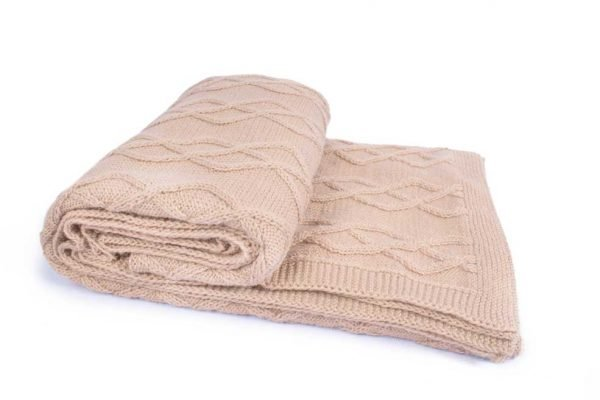 <em><strong>We combine textile heritage and global trends with alpaca—a raw, sustainable, and luxurious fibre—to make our designs unique.</strong></em> Enjoy the heavenly softness and warm comfort of our beautiful Alpaca throw made by local artisans in Peru. Pamper your dog with the added warmth of this luxurious knit. This garment has been designed thinking on the well being of your pet.