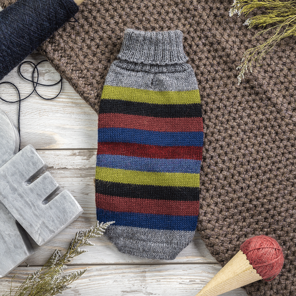 Yappy Stripes-Collection 2020: Alqo Wasi alpaca sweater for dogs composition